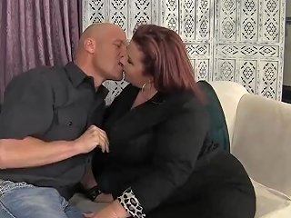 Pretty Plumper Lady Lynn Is Fucked In Her Pussy Before Making The Guy Jack Off In Her Mouth